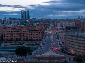 Avenida Santo Domingo de la Calzada con las Torres Kio y las 4 Torres