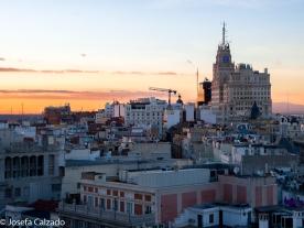 Atardecer sobre los tejados de Madrid y el Edificio Telefónica al fondo