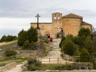 Emita de San Futos con detalle puente de piedra
