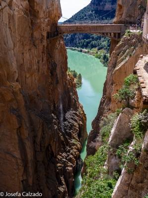 Rio Guadalhorce y al fondo puente colgante