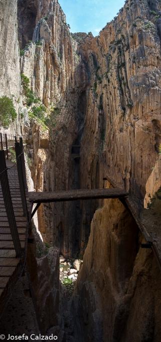 Panorámica de la parte mas estrecha del desfilader y antiguo puente