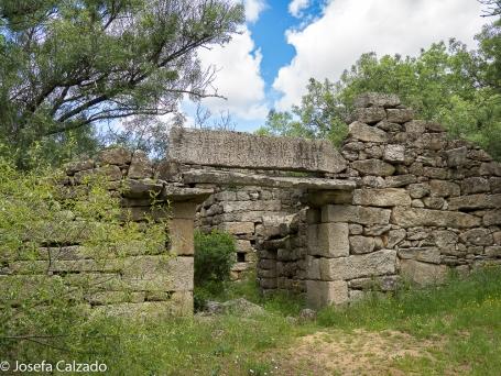 Fachada del molino donde se puede ver en el dintel la fecha de la reedificación a cargo del Maestro Manuel Santos Ventura