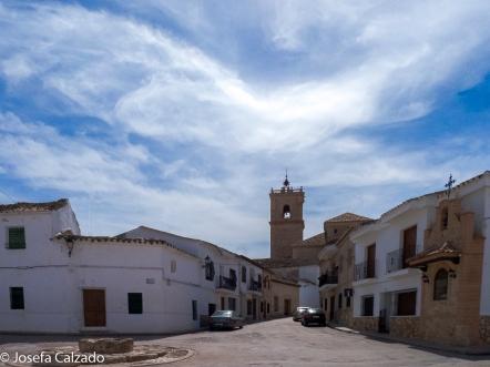 Plaza con la Iglesia de San Antonio Abad al fondo