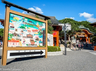 Entrada y mapa del Santuario Shintoísta de Fushimi Inari
