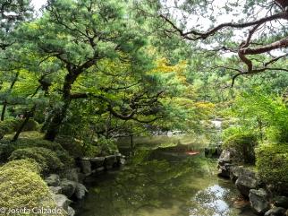 Bonito rincón del jardín de Heian