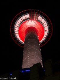 Contrapicado nocturna de la Torre de Kyoto