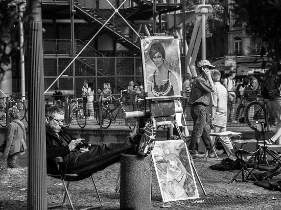 Arte en la plaza de George Pompidou, París