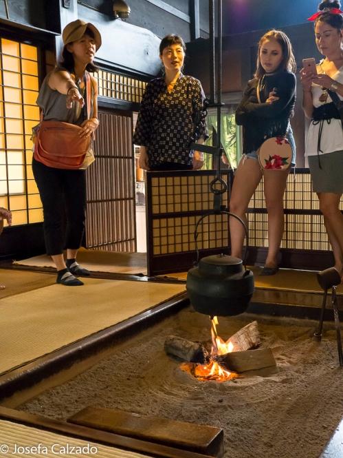 En el interior de la hospedería samurai