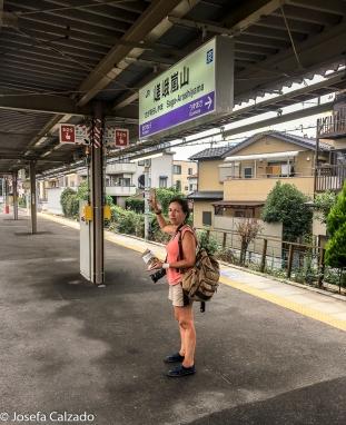 Yo en l estación de la linea JR en Saga-Arashiyama