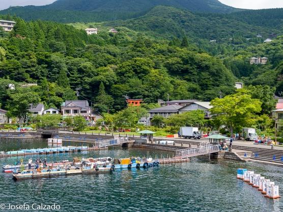 Vista del embarcadero del lago Ashi