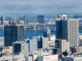 Vista bahía de Odaiba y al fondo la bola de la sede del edificio de Fuji TV