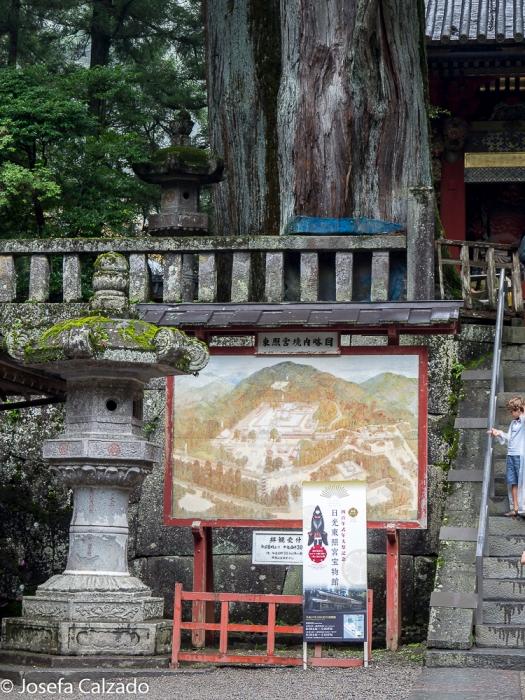 Detalle linterna y mapa de Nikko