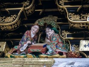 Detalle de unas de las esculturas humanas de la puerta Yomeimon
