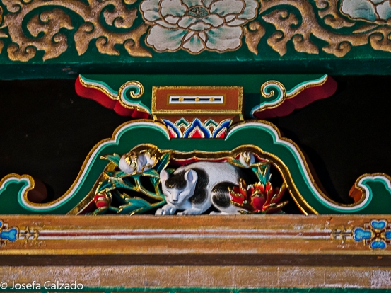 Nemurineko o 'gato dormido' en la puerta de Sakashitamon