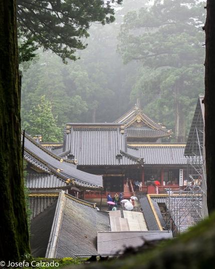 Vista de los tejados de la puerta de Yomeimon y la puerta Karamon
