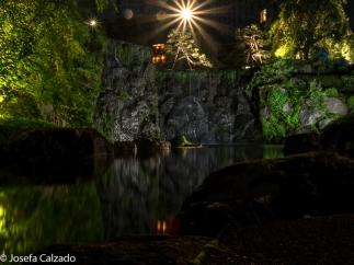 Cascada y lago del jardín japonés del New Otani
