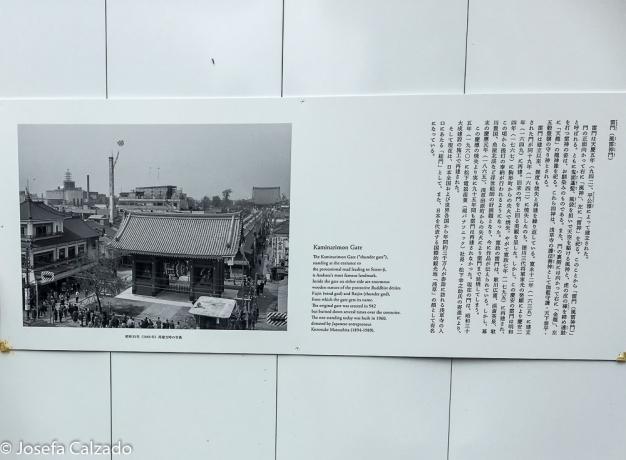 Leyenda a la entrada de la puerta de Kaminarimon