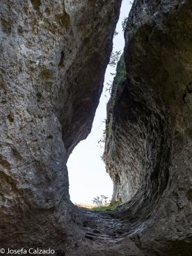 Paso entre dos rocas