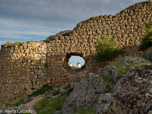 Detalle molinos en la muralla