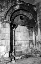 Detalle de la cara sur, primitiva portada románica