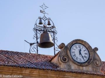 Detalle campana y reloj del Palacio de la Audiencia