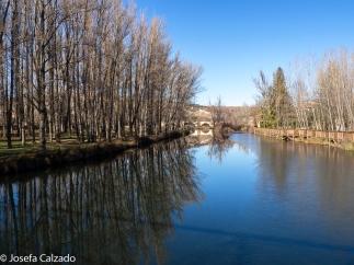 Detalle del Duero y el paseo desde el puente medieval