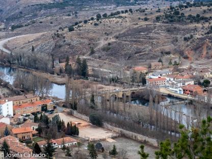 Puente medieval sobre el rio Duero y San Juan de Duero