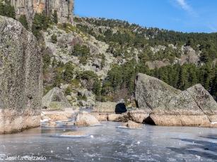 Detalle de la Laguna Negra helada