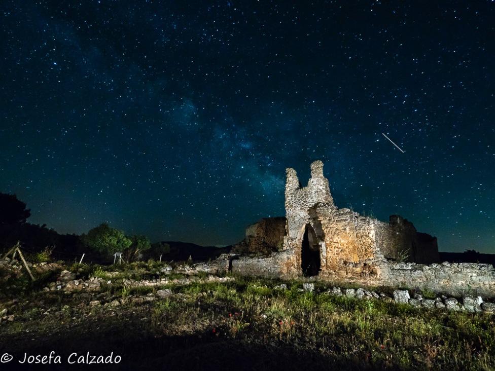 Vía Láctea sobre la Iglesia de Recópolis