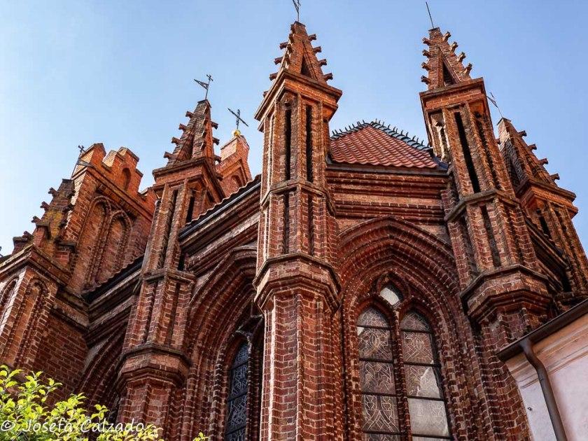 Detalle torrecilla y cruces iglesia de Santa Ana