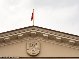 Detalle del frontón con escudo de Vilnius