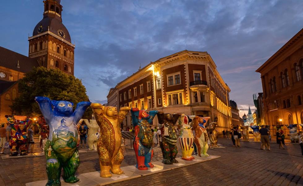Osos Buddy en la Plaza de la Catedral de Riga
