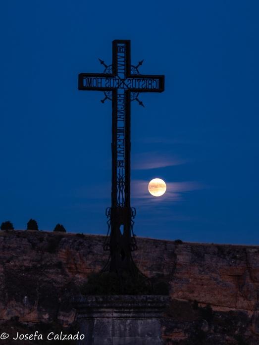 Cruz de hierro y luna