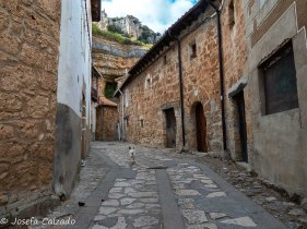 Una calle en Orbaneja del Castillo