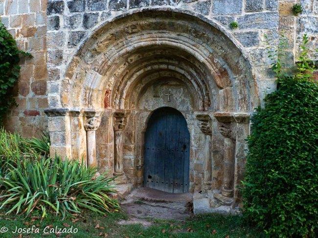Detalle puerta de la iglesia