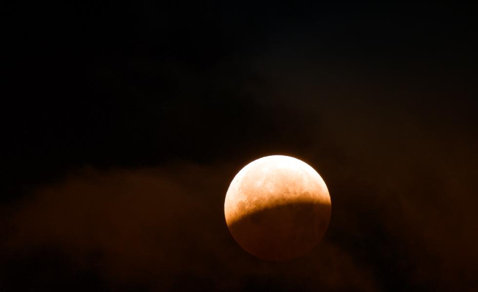 La luna y las nubes