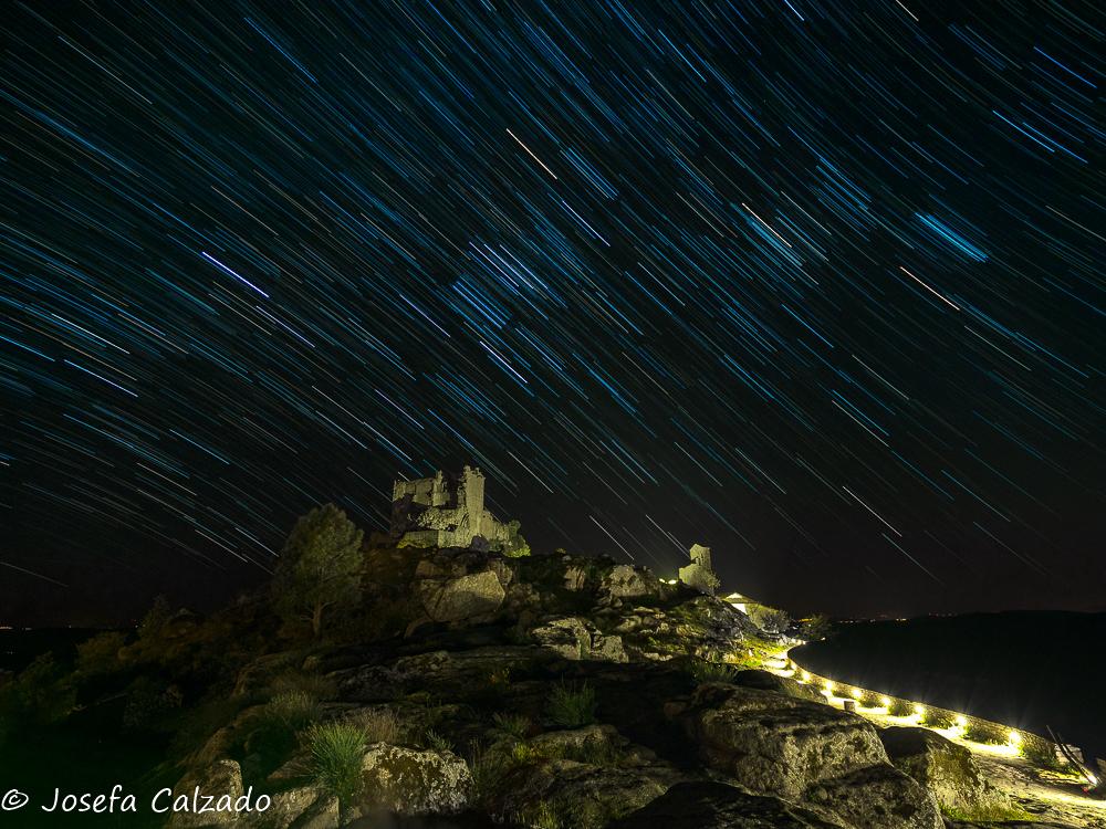 Ecuador celeste sobre el castillo de Trevejo