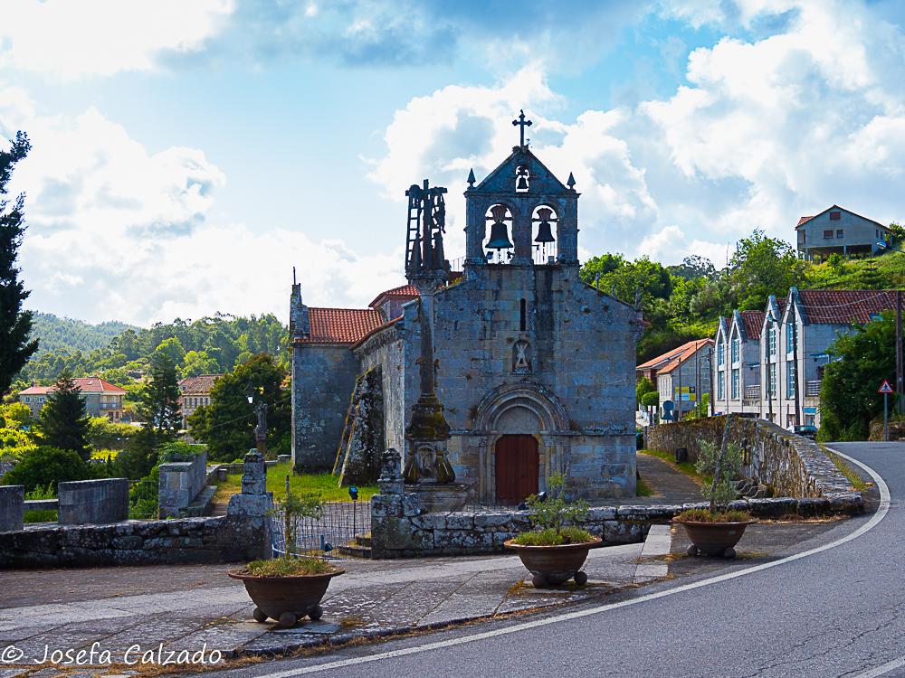Iglesia de San Andrés y Cruceiro de Hío