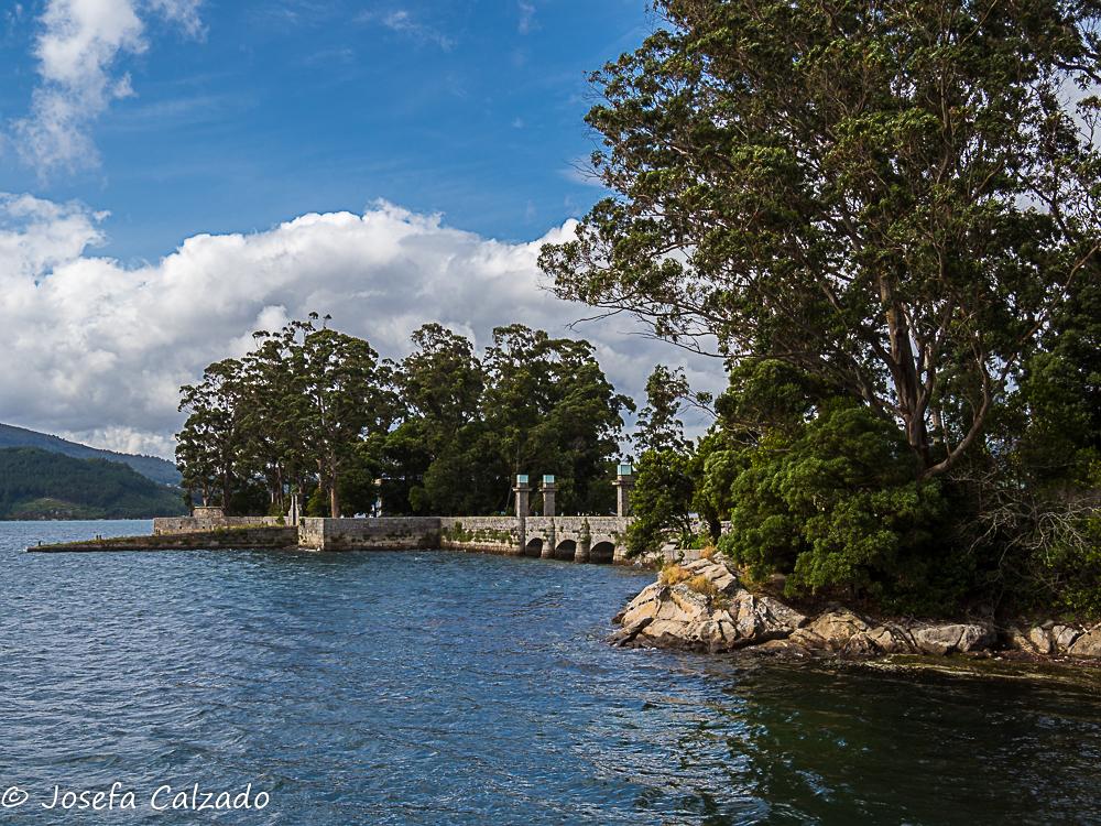 Puente de piedra e Isla de San Antón