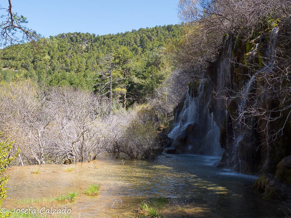 Laguna y cascada