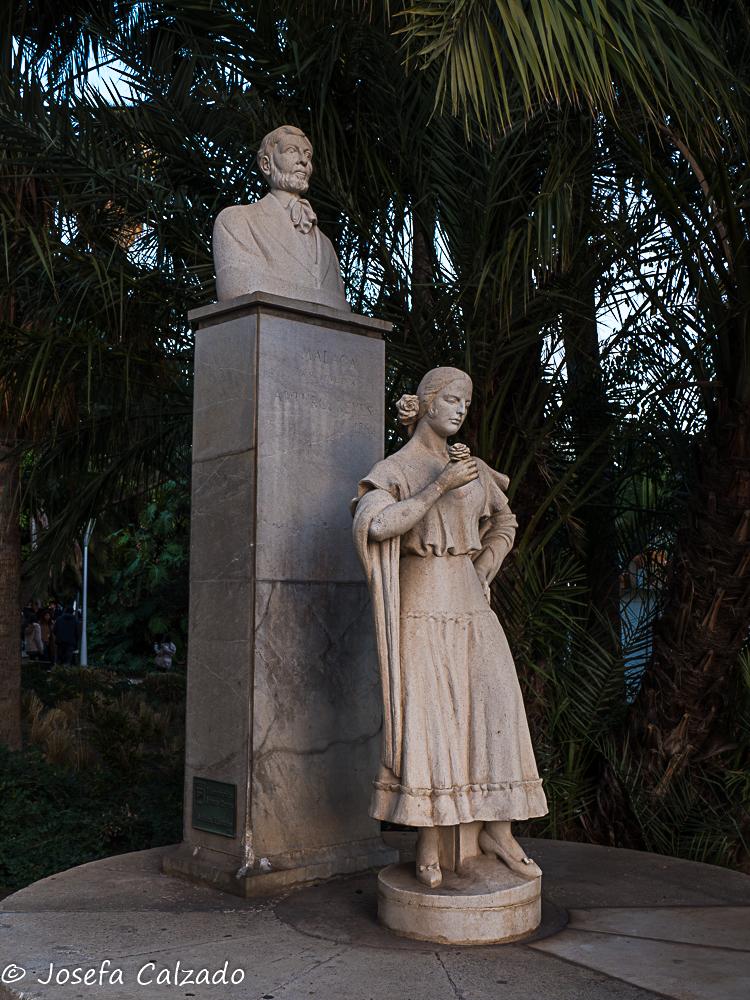 Monumento a Arturo Reyes