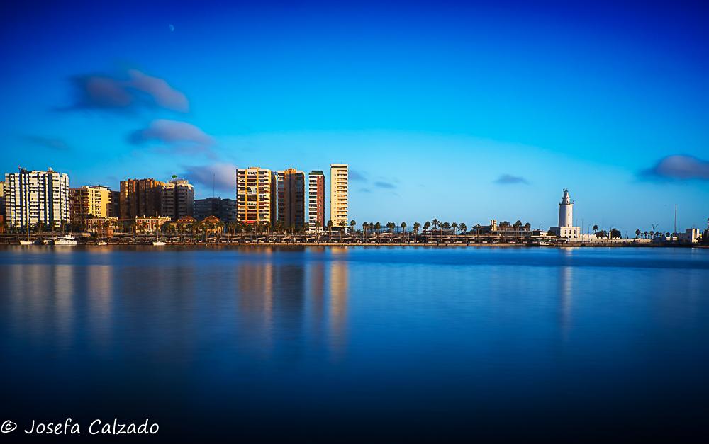 Puesta de sol sobre el Muelle Uno y La Farola