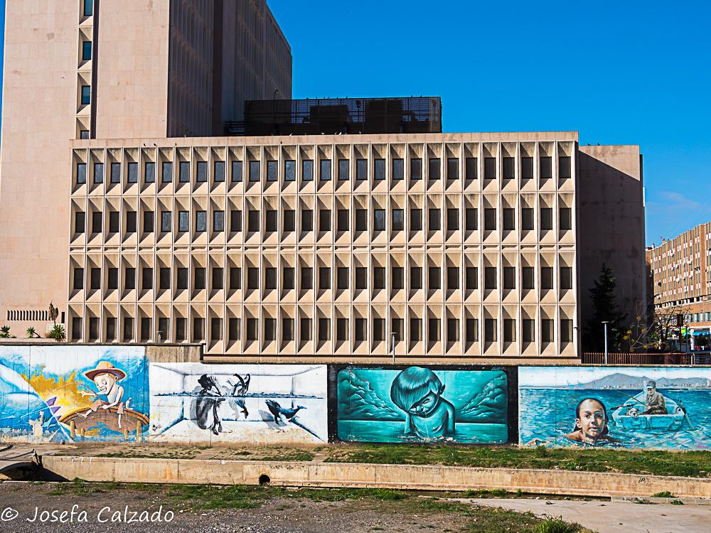 Edificio de Correos y graffitis