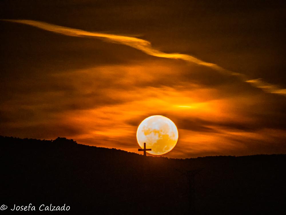Puesta de la luna de la cosecha