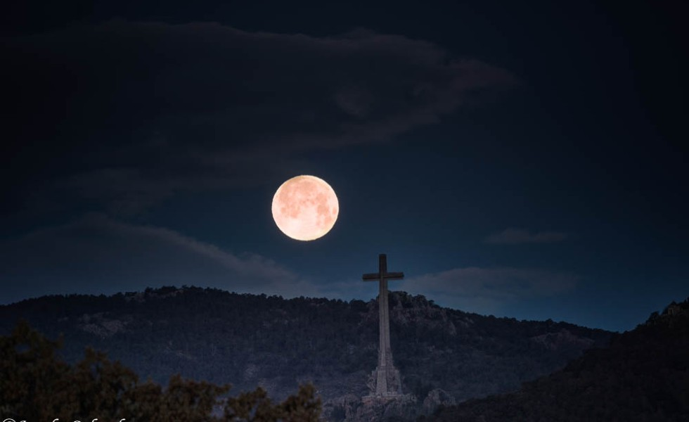 Superluna llena, luna rosa